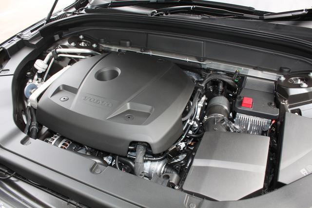 画像: 試乗車は「T5」で、254ps/350Nmを発生する2ℓガソリン直噴ターボエンジンを搭載している。