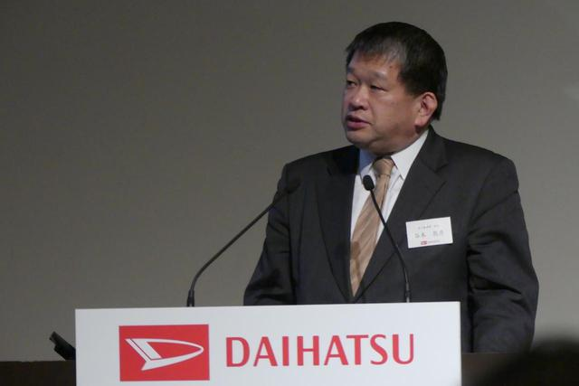 画像: ダイハツ工業 法人事業部 谷本敦彦部長が「らくぴた送迎」の開発について説明をした。