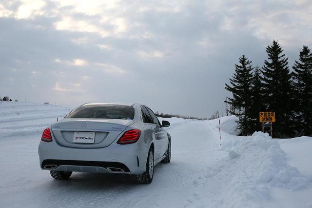 画像: 氷盤登坂試験路。隣には坂の角度が異なる圧雪登坂試験路がある。