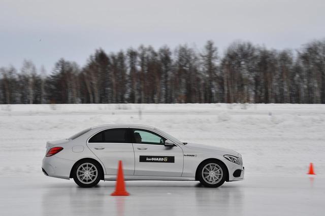 画像: 氷盤試験路。ここでアイス制動性能を見る。