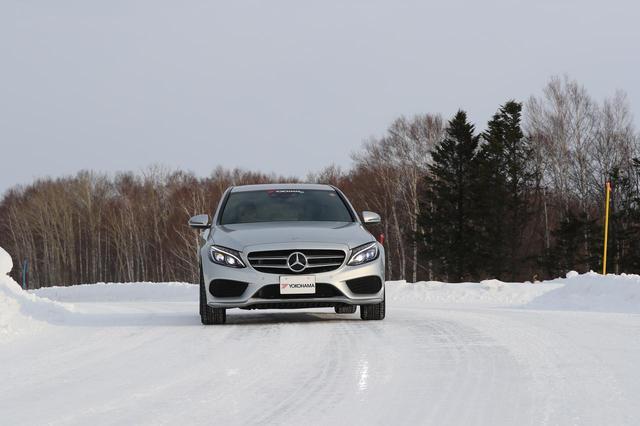 画像: 圧雪ハンドリング路。ところどころアイスバーンになっている。