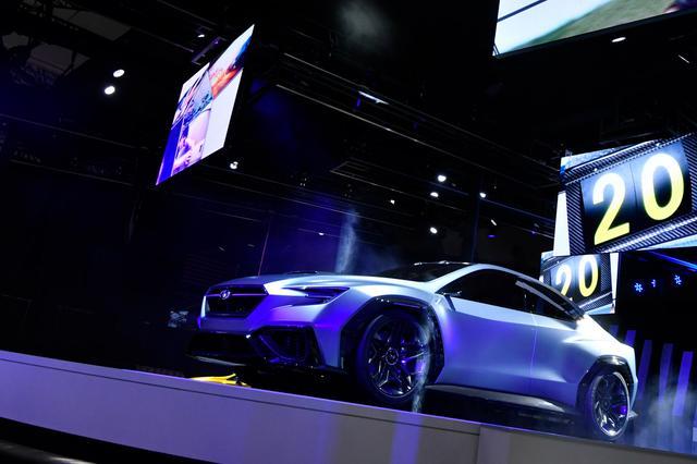 """画像: 東京モーターショー2017で公開された「VIZIV PERFORMANCE CONCEPT」は、あくまで""""スポーツセダン""""の将来像をイメージしたピュアコンセプトであり、次期WRX系は現行型のイメージを濃厚に残すという。"""