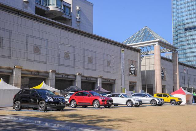 画像: 前回「インポートSUVフェア2016」もこの横浜美術館前で開催した。