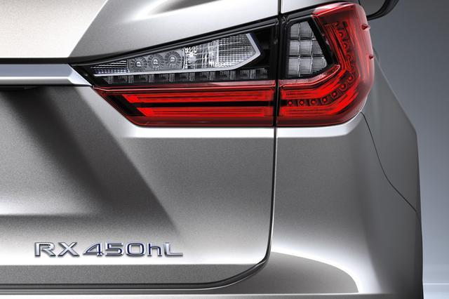 画像: 日本レクサスが公開したのはこちら。「RX450hL」、つまり3.5Lのハイブリッドだ。日本で発売される3列シート車はハイブリッド車のみになるということ!