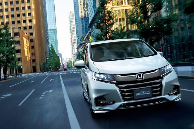 画像: ODYSSEY HYBRID ABSOLUTE・Honda SENSING(7人乗り)(プラチナホワイト・パール)。