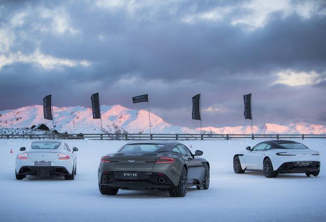 画像: アストンマーティンを氷雪路で思いっきり走らせることができる。