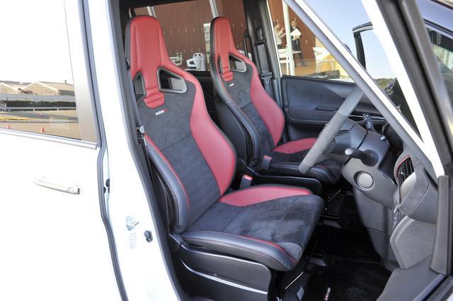 画像: セレナ用に高さを最適化したサイドサポートを備えた専用チューニング RECARO製スポーツシートもオプションで用意。
