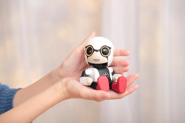 画像: キロボ ミニ(KIROBO mini)。手のひらサイズのコミュニケーションパートナー。