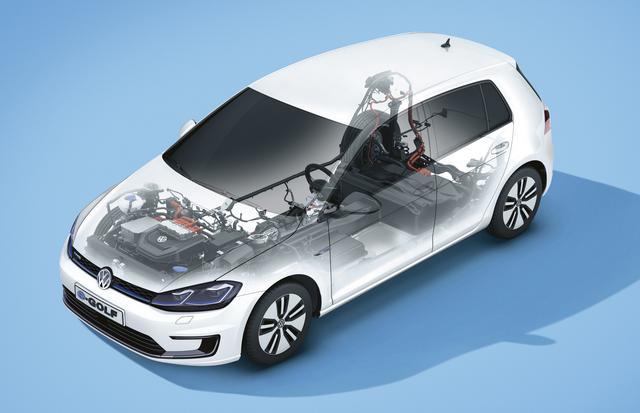 画像: e-ゴルフの透視図。バッテリーは床下にエの字状に搭載され、低重心化に貢献している。