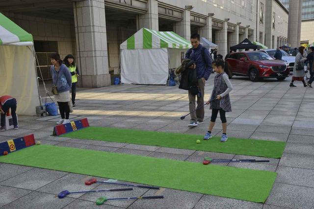 画像: 子ども向けのゴルフ、スナッグゴルフのパターチャレンジ。
