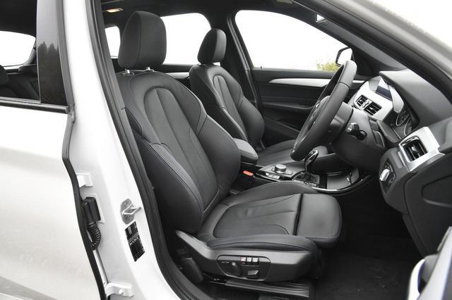 画像: ダコタレザーのシートも標準装備。もちろん電動アジャストでヒーター内蔵。