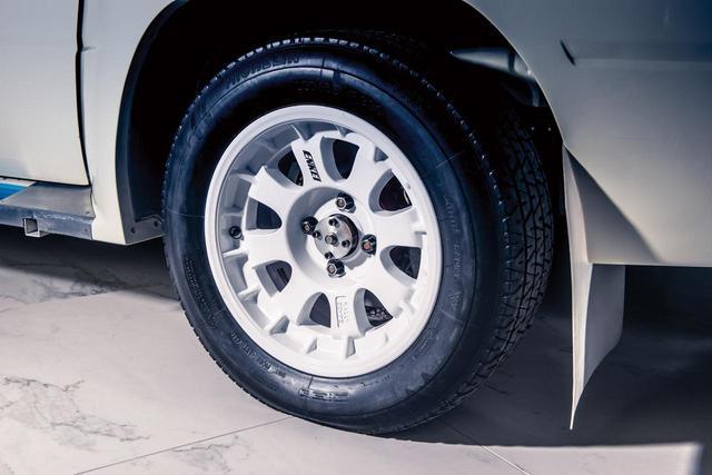 画像: ホイールはエンケイ製。装着されているタイヤも製作当時のものだろう。(photo:Courtesy RM Sotheby's)