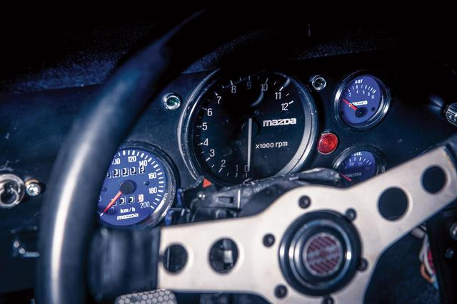 """画像: 写真を拡大してみると、オドメーターは""""3km""""を表示している。まさに「未使用車」だ。(photo:Courtesy RM Sotheby's)"""