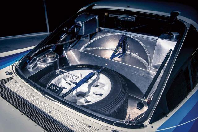 画像2: キャビン後ろの開口部はジュラルミンによって作り直され、剛性を飛躍的にアップさせている。(photo:Courtesy RM Sotheby's)