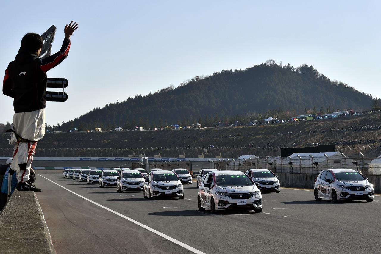 画像: Sport&Eco 10リッターチャレンジは、来年よりCR-Zに替わりフィットRSを使用