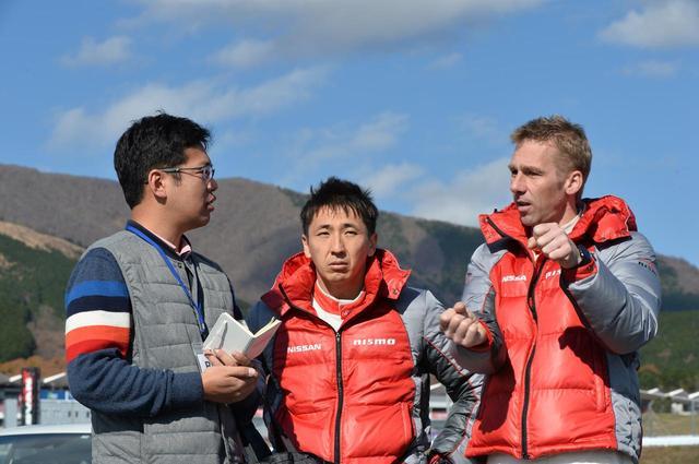 画像: 講師と生徒の距離感はとても近い。それが校長のクルム氏であっても同様で、気軽に質問できる環境が嬉しい。流暢な日本語にも驚きだ。