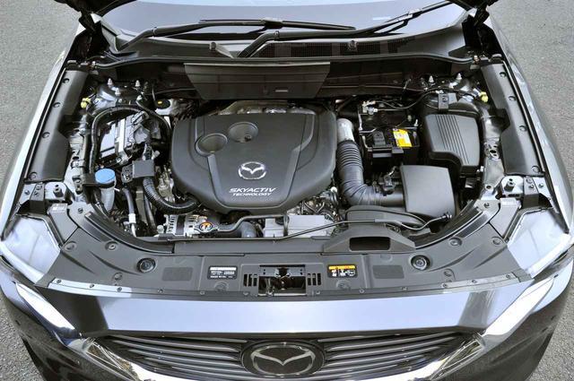画像: 2.2Lディーゼルエンジンは型式に変更はないが、最高出力 190ps、最大トルクは 45.9kgmに引き上げられた。