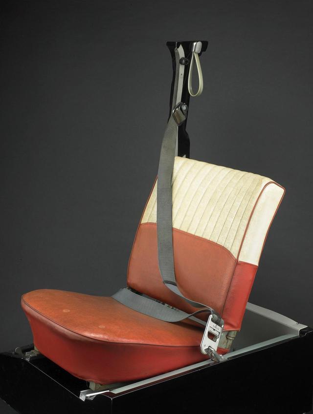 画像: 実際にボルボ PV544に採用された3点式シートベルト