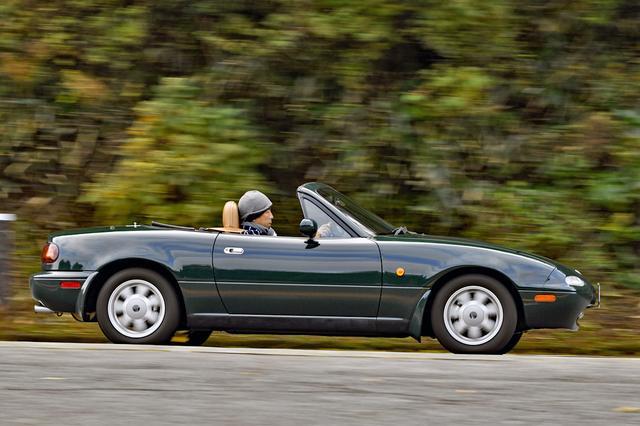 画像: 1トンを切る車重での軽快な走りの楽しさは、今も変わらない。