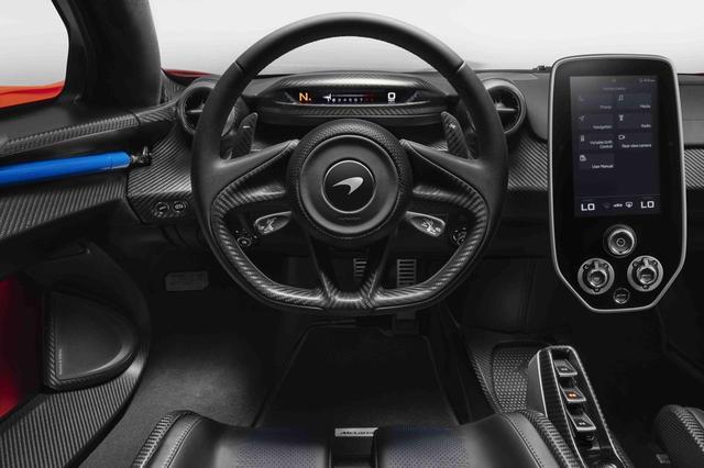 画像: マクラーレン セナのコクピットは操作性重視のシンプルなデザイン。