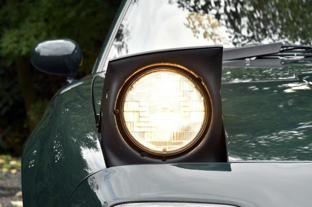 画像: NAロードスターは懐かしのリトラクタブルヘッドライト。
