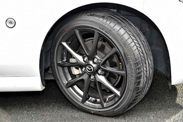 画像: 取材車のRSは205/45R17のBSポテンザRE050Aにブラックアルミホイールを装着。
