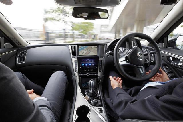画像: 基本的に公道試験中、ドライバーはステアリングを握ることはなかった。