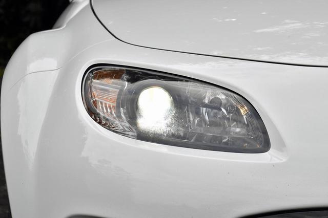 画像: 2008年にマイナーチェンジした後期型(写真)から、ヘッドライトのデザインが変わった。