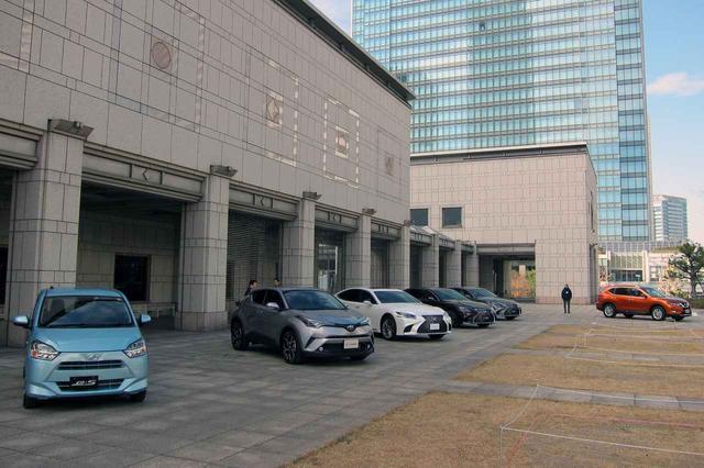 画像: 横浜美術館の前に展示されたノミネート車両。