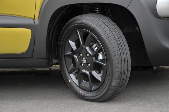 画像: 撮影車のタイヤは175/60R16のBSエコピア。ブラックのアルミホイールは全グレードで標準装備。