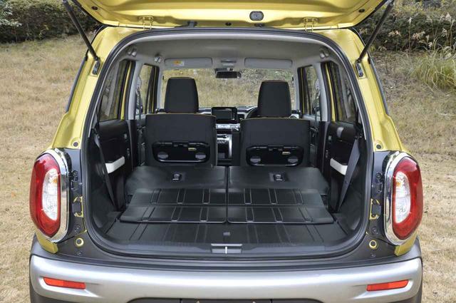 画像: リアシートバックを倒せばフラットで520Lのカーゴスペースが現れる。床下には写真の4WDで37Lのアンダーボックスが備わる。