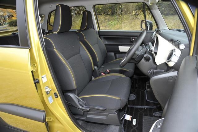 画像: 黒のシート表皮に、車体色に対応したパイピングとカラーアクセントを採用。
