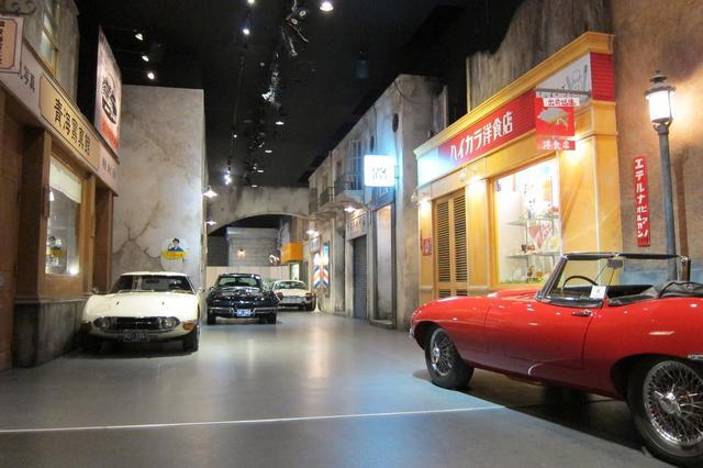 画像: ジャガーEタイプやトヨタ2000GT、ポルシェ356など、スポーツカーが並ぶ。
