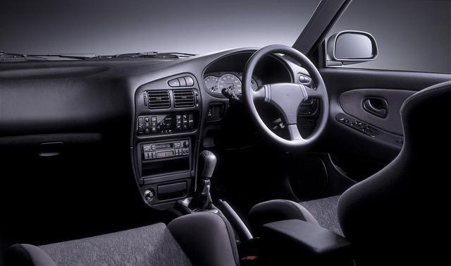 画像: AM/FM 電子同調ラジオ付フルロジックカセット&6 スピーカ(AM ステレオ機能付)を標準装着。