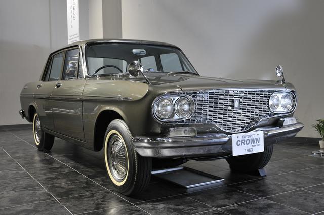 画像: トヨタ博物館所蔵の2代目クラウン。RS41型(1963年)、全長×全幅×全高:4610×1695×1460mm、ホイールベース:2690mm、車両重量:1265kg、エンジン型式:直4OHV、排気量:1897cc、最高出力:90ps/5000rpm。