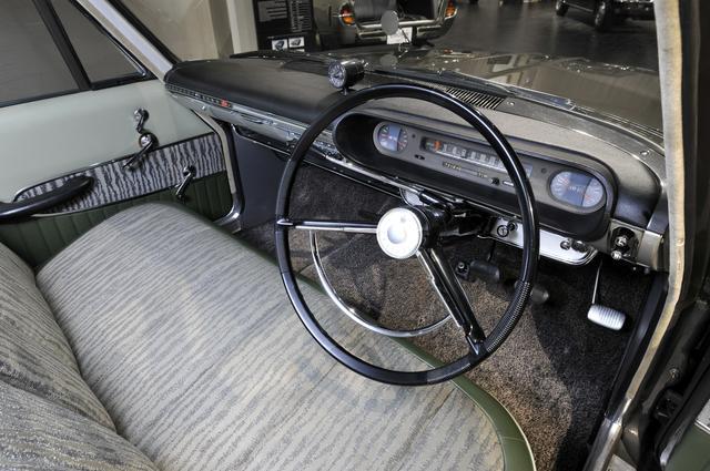 画像: 当時流行った横バー式のスピードメーター。コラム式レバーが高級とされていた時代でもあった。