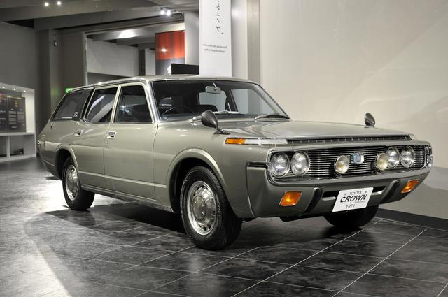 画像: トヨタ博物館所蔵のMS62型カスタムワゴン(1971年)、全長×全幅×全高:4690×1690×1440mm、ホイールベース:2690mm、車両重量:1355kg、エンジン型式:直6SOHC、排気量:1988cc、最高出力:105ps/5400rpm。