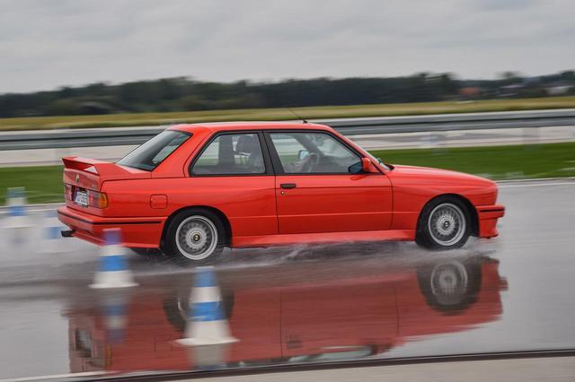 画像: 操縦性とトラクション性能を両立させることのできるFR方式。