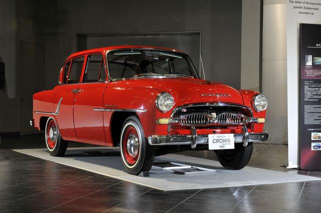 画像: トヨタ博物館が所蔵する左ハンドルの対米輸出仕様は目に鮮やかな赤いボディカラー。RS-L型(1958年)、全長×全幅×全高:4285×1680×1525mm、ホイールベース:2530mm、車両重量:1210kg、エンジン型式:直4OHV、排気量:1453cc、最高出力:58ps/4800rpm。
