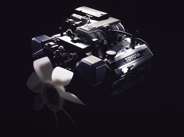 画像: セルシオに先んじて搭載された1UZ-FE型4L V8DOHC。クラウンに敬意を表したものと言われた。