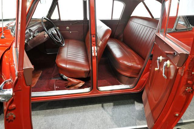 画像: 前後ともベンチシートを採用したことで、乗車定員は6名。