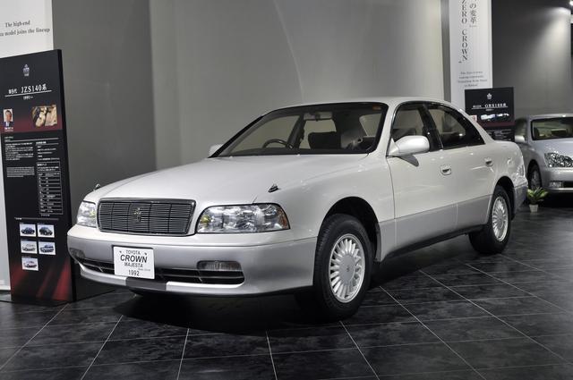 画像: トヨタ博物館が所蔵するJZS149型マジェスタ(1992年)、全長×全幅×全高:4900×1800×1420mm、ホイールベース:2780mm、車両重量:1650kg、エンジン型式:直6DOHC、排気量:2997cc、最高出力:230ps/6000rpm。