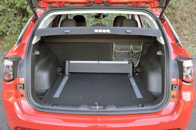 画像: ラゲッジスペースの広さは十分。スペースを仕切るオーガナイザーやバッグはオプション。