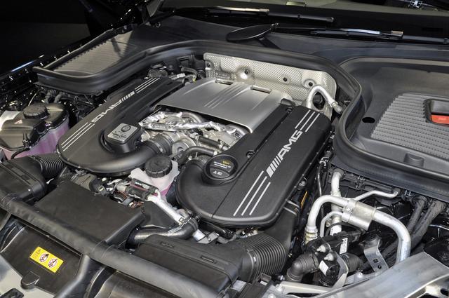 画像: AMG GTに搭載されるものと基本的に同じ、4LのV8直噴ツインターボを搭載する。