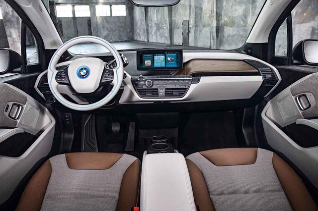 画像: 新型BMW i3ロッジのコクピット。