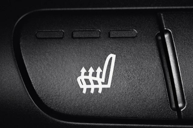 画像: MINI サザークのレザレットシートは寒い冬に嬉しいシートヒーターを採用する。