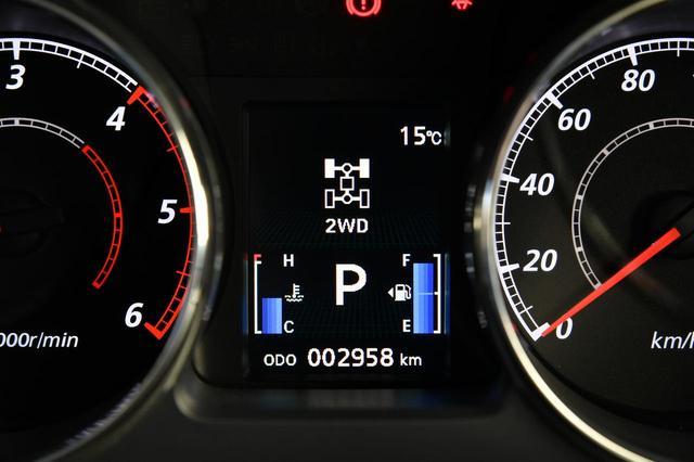 画像: 2WDモード。燃費に優れた走り。街乗りや高速走行などではこのモードを選ぶといい。
