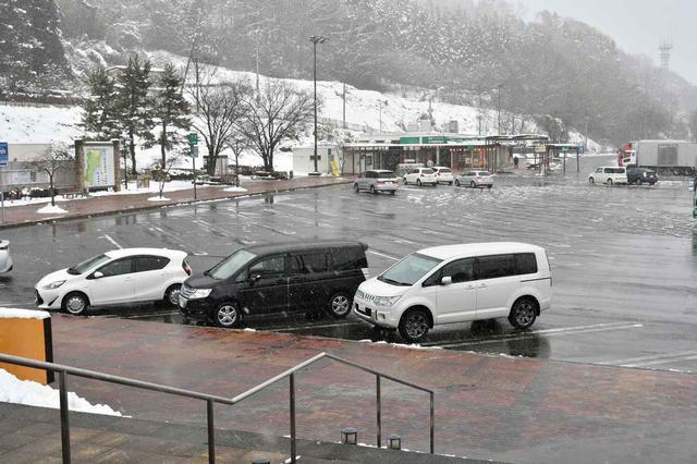 画像: 国見SAはもう雪景色。