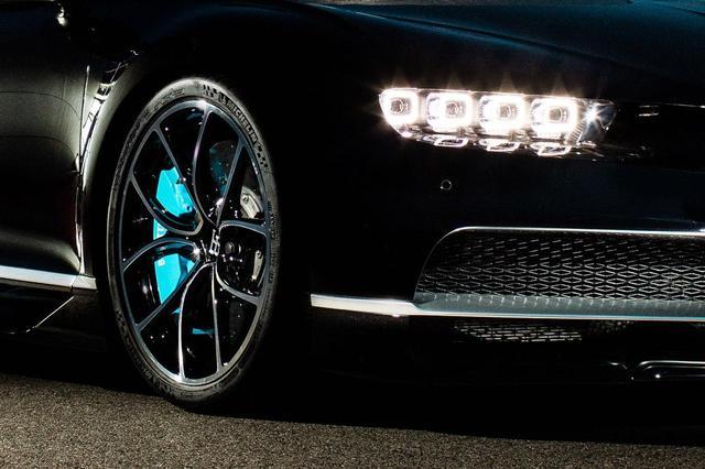 画像: ブガッティ シロンのブレーキは現在鍛造アルミ製。