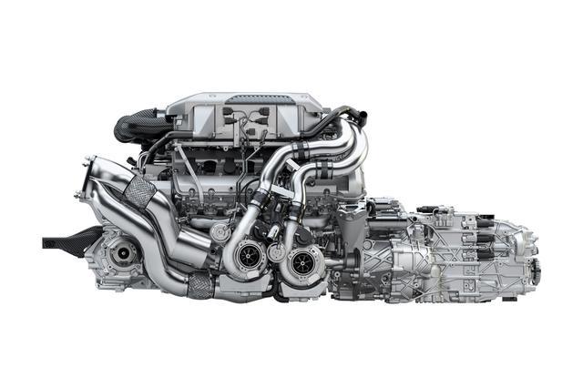 画像: ブガッティ シロンのエンジンは8L W型16気筒クワッドターボと超弩級だ。